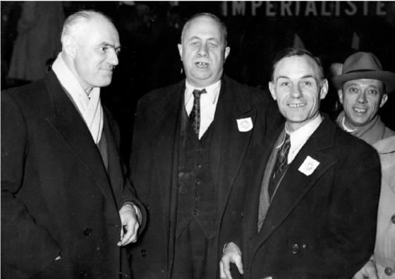 Les anciens mutins de la mer noire Charles Tillon, André Marty, Jean Le Ramey et Marcel Tondut lors de l'anniversaire de la révolution d'octobre, le 8 novembre 1949 Photo CHS