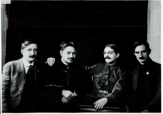 Manouilski et des délégués français du 4e congrès
